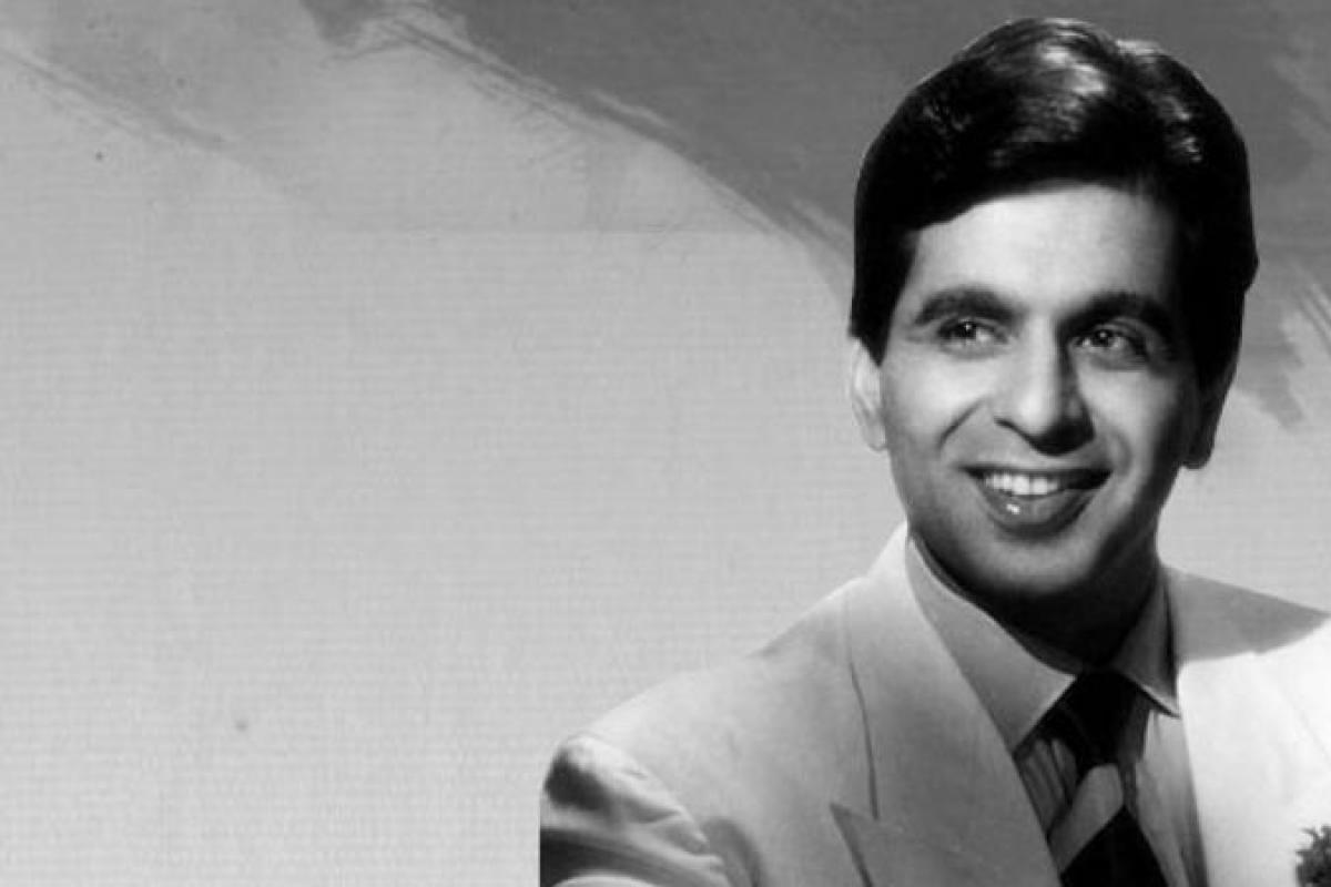 सदावहार चर्चित अभिनेता दिलीप कुमारको निधन