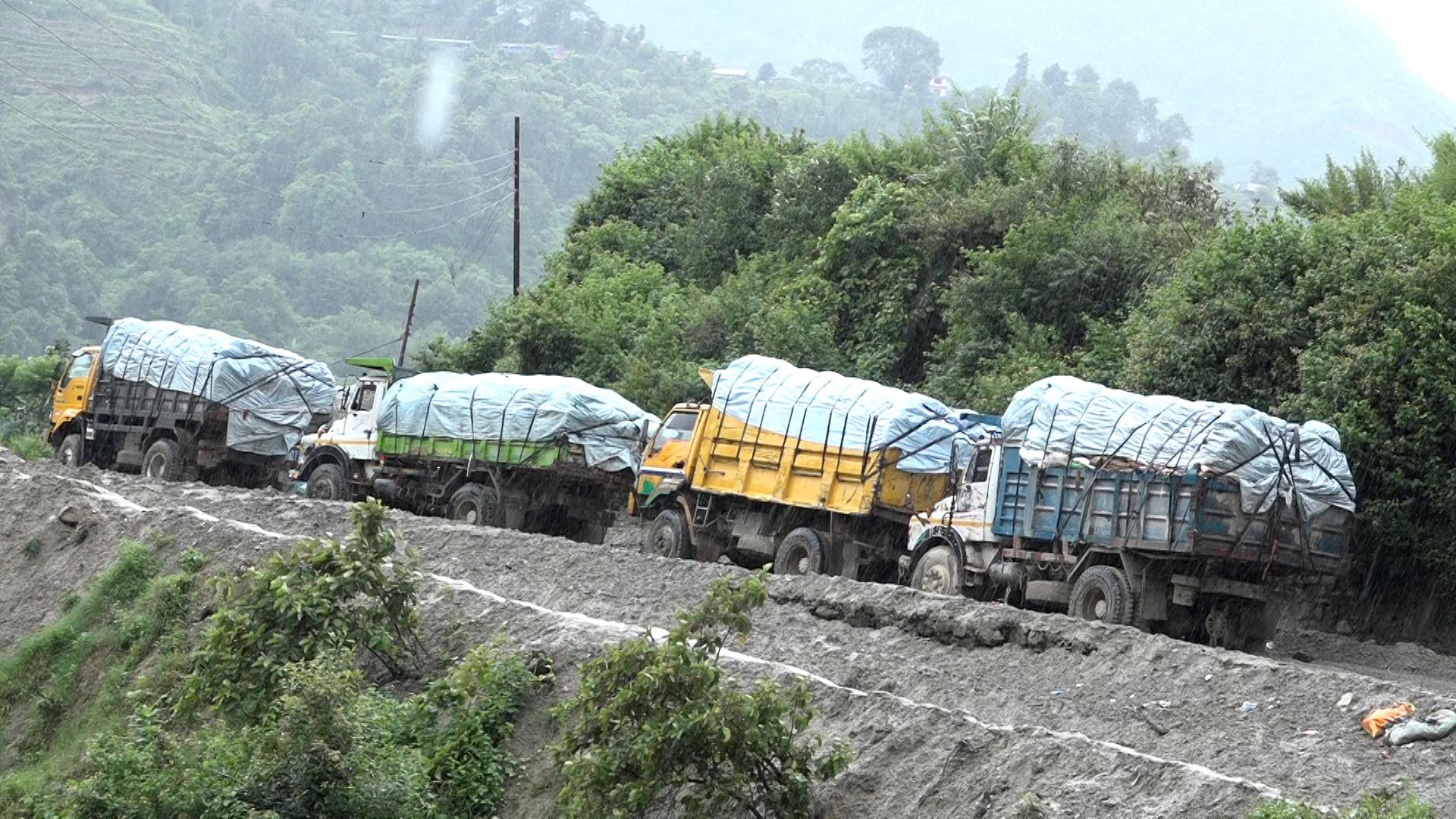 सिसडोलवासीको बिरोधपछि काठमाडौंको फोहोर उठ्न सकेन